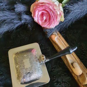 ramasse-miettes métal argenté