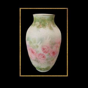 vase à motifs roses